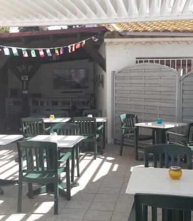 Terrasse du bar du camping les Roches d'Agde